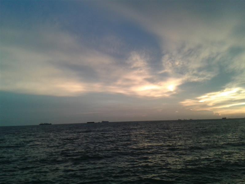pemandangan ke tengah lautan