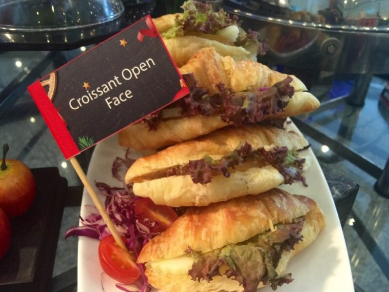 hi-tea-krismas-hotel-grand-bluewave-shah-alam-croissant