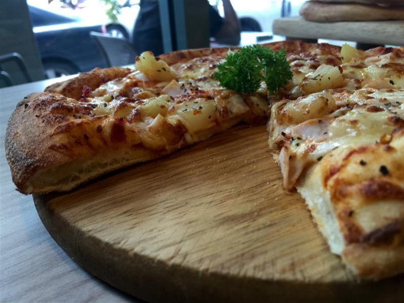 pretz-n-beanz-pretzel-pizza-2