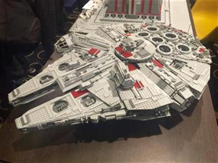 Kapal Angkasa Millenium Falcon