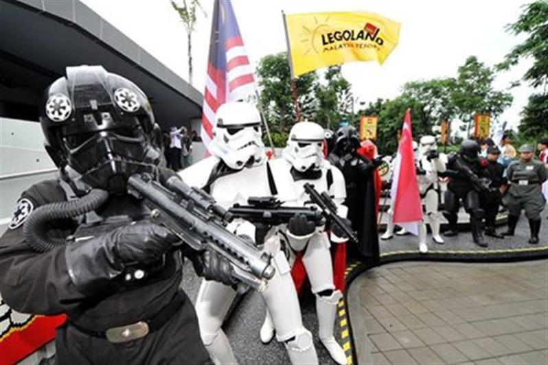 star-wars-legoland-real-stormtrooper