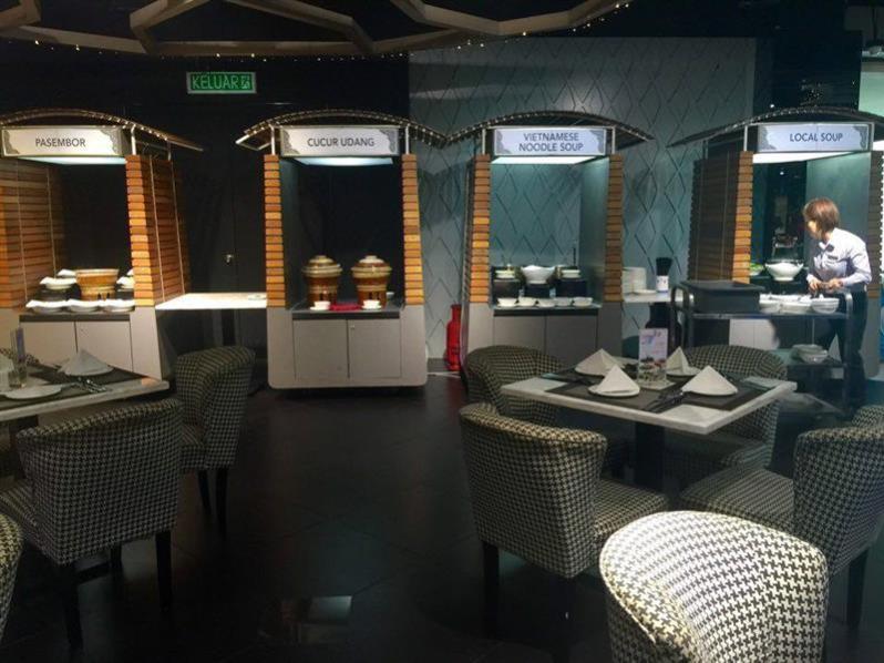 retro-cafe-viva-hotel-gerai