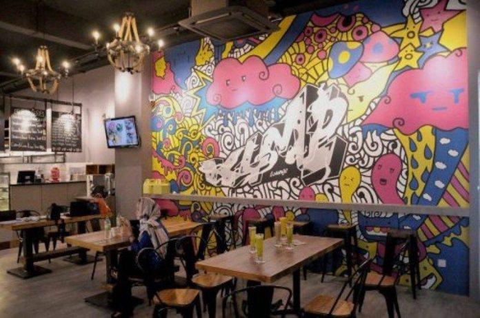 Ruang-dalam-Cafe-K4M1