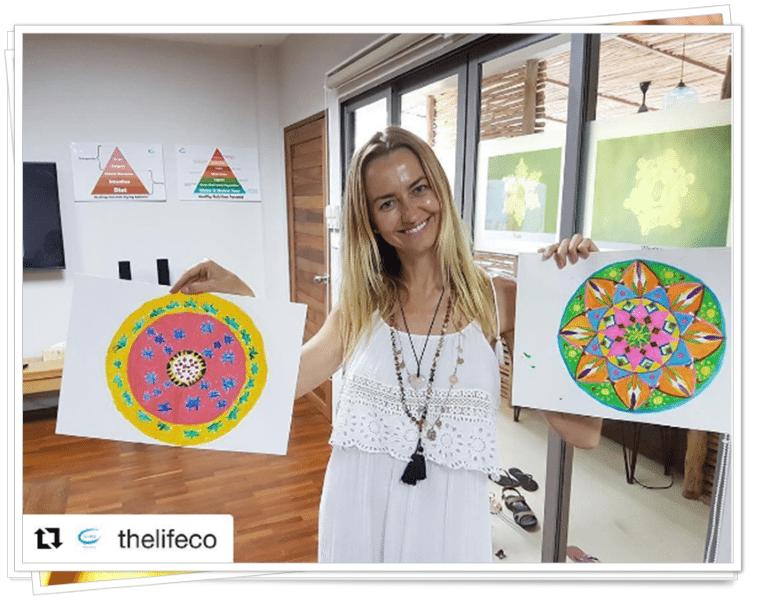 Renata, facilitator untuk sesi Mandala Painting