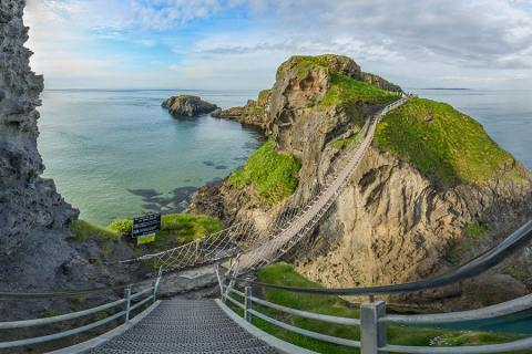 Cliffs & Local History Discovery On The Carrick-a-Rede Rope Bridge, Northern Ireland