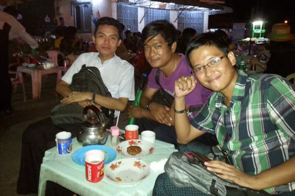 Having a snack with 3 funny youngsters I met at the Shwedagon Pagoda, Yangon
