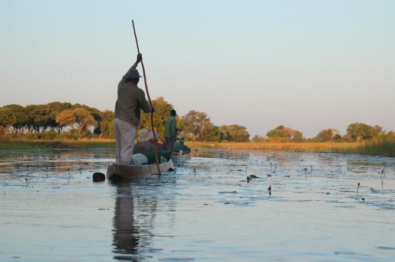 Botswana Okavango - ExplorationVacation - leaving in mokoros