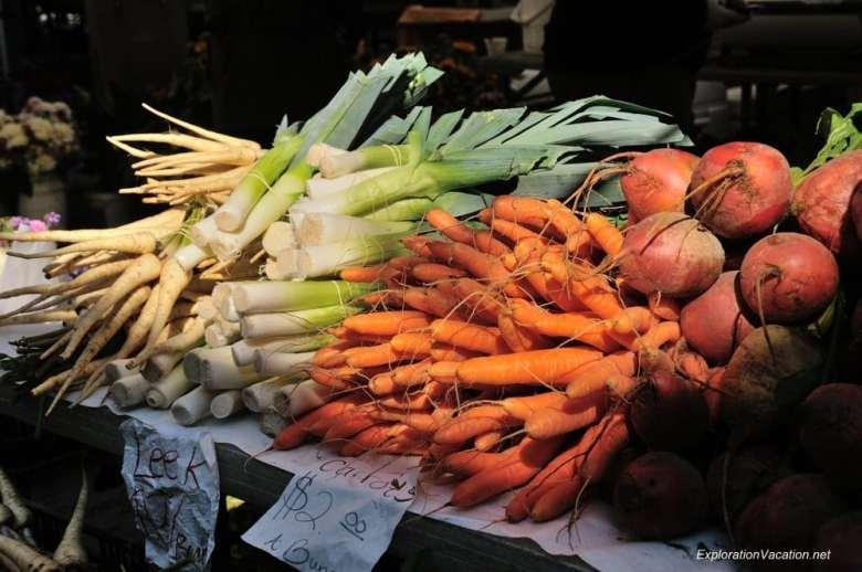 13 20131013-DSC_8032 Ballard farmers market in Seattle