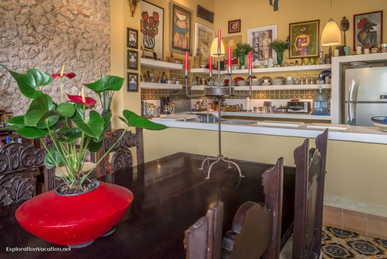 kitchen and dining area house tour in Merida