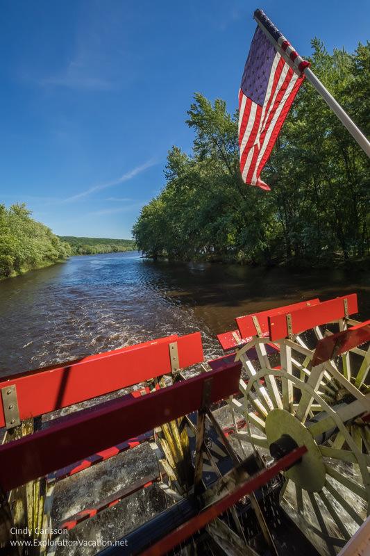 paddlewheel St Croix River cruise Minnesota - www.ExplorationVacation.net