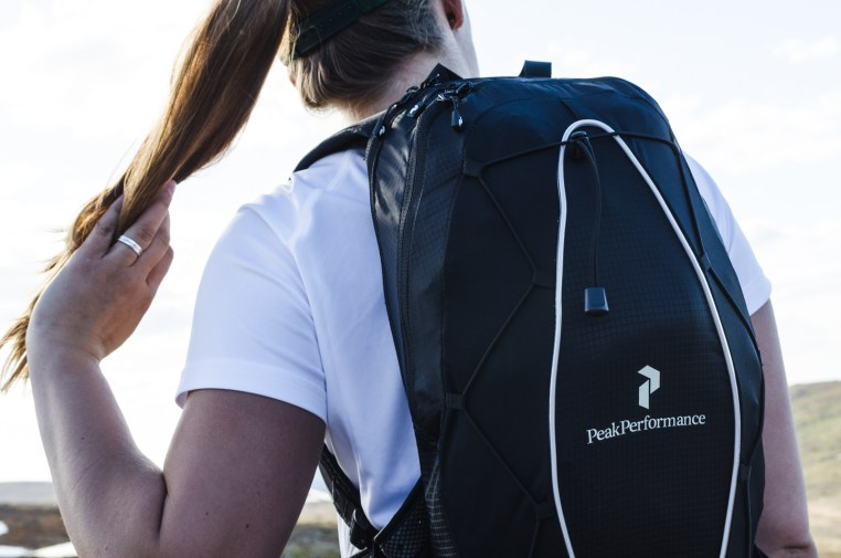 peak performance trail running backpack