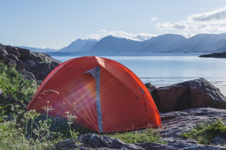 tälta på Rørvikstranda Lofoten - Amanda Matti © explorealittlemore.se