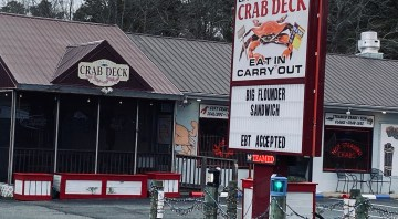Linton' Seafood and Crab House/Deck