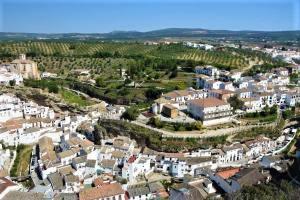 Setenil de las bodegas viewpoint vistas panorama white village Cadiz Explore la Tierra