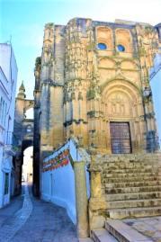 vistas iglesia church arcos de la frontera gothic moorish pueblo blanco white village Cadiz Explore la Tierra