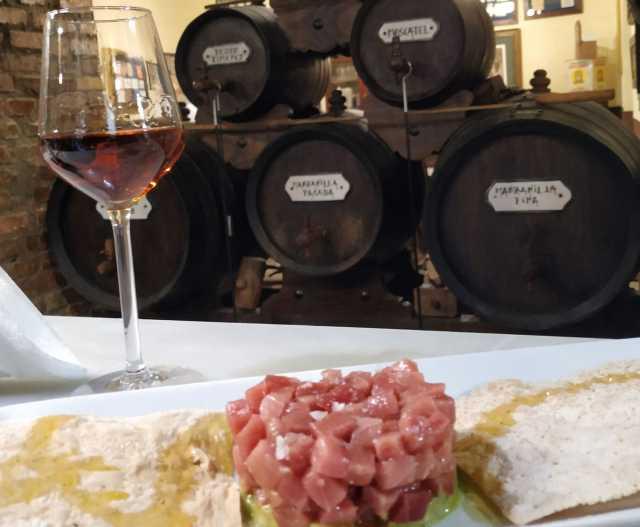 Feature image Atún rojo maridaje con amontillado VOS, Cádiz maridaje vino de Jerez con comidas