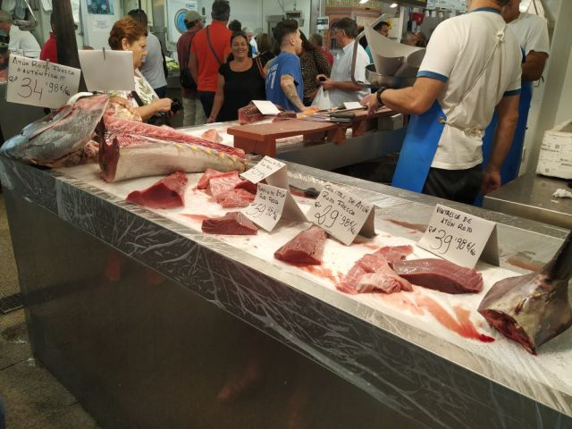 Local food market and real bluefin tuna tour in Cadiz