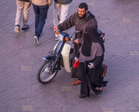 Der Djemaa el-Fna ist ein Treffpunkt für Jung und Alt