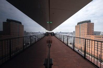 Reflektionen auf der Plaza Terrasse