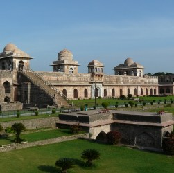 tourist places near Mandu