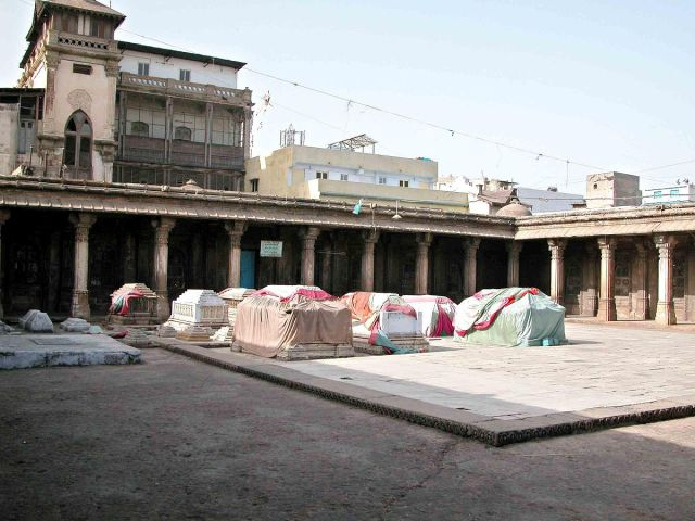 Rani na Hajiro Graves of Queens of Ahmed Shah