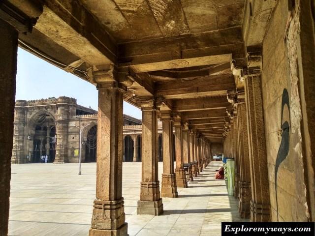 Series of pillars at Jama Mosque