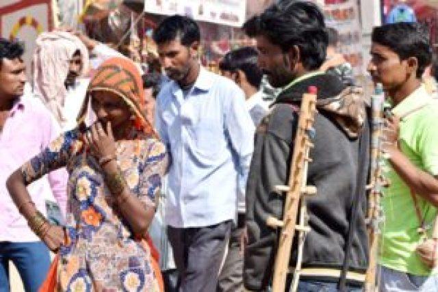 performance of street artist in Pushkar fair