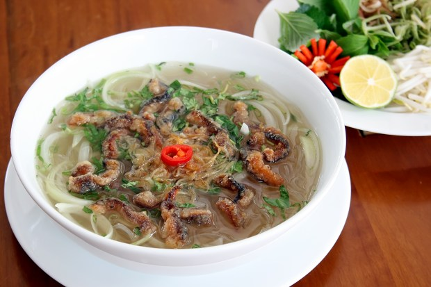 Miến lươn. (Photo by Cha Ca Ha Noi Pho)