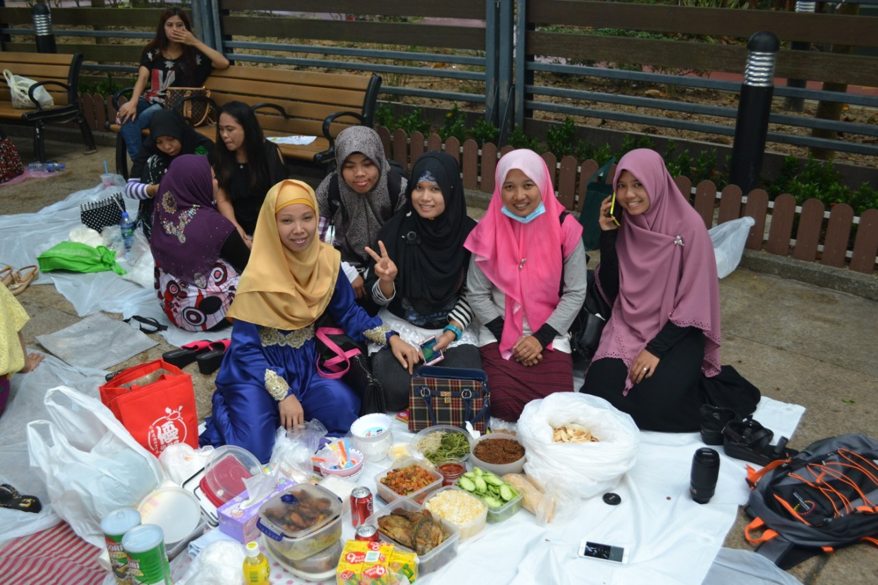 Indonesian friends with their homemade Sunday lunch spread in Victoria Park.