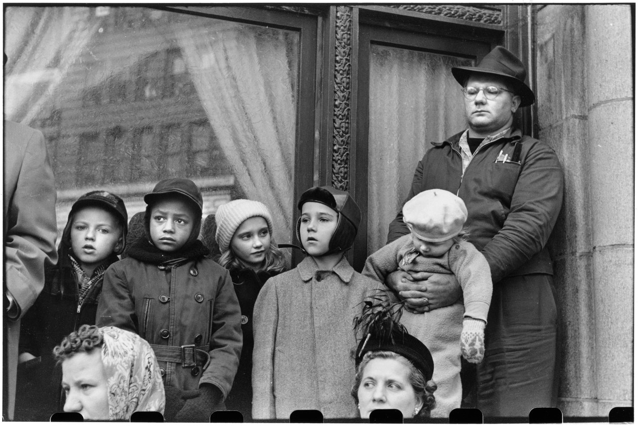Crowd at Armistice Day Parade (© Elliott Erwitt / Magnum Photos Courtesy: Carnegie Library of Pittsburgh)