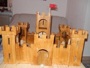 L'atelier du Père Noël : le château-fort en bois