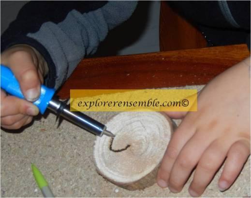 fabriquer un cadeau maison bois pyrogravé