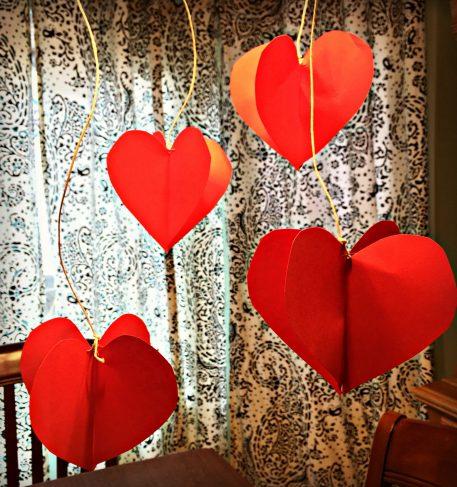 Kids' Valentine hanging hearts