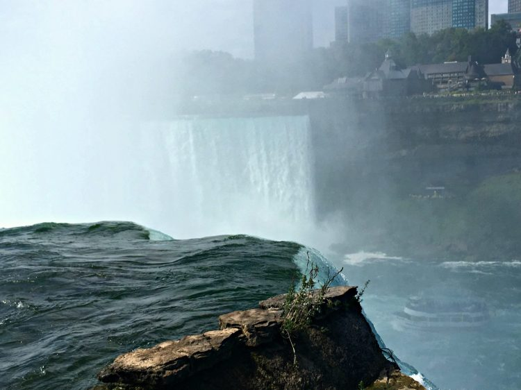 Niagara Falls with the Maid of Mist boat below. #operationuspark #explorermomma