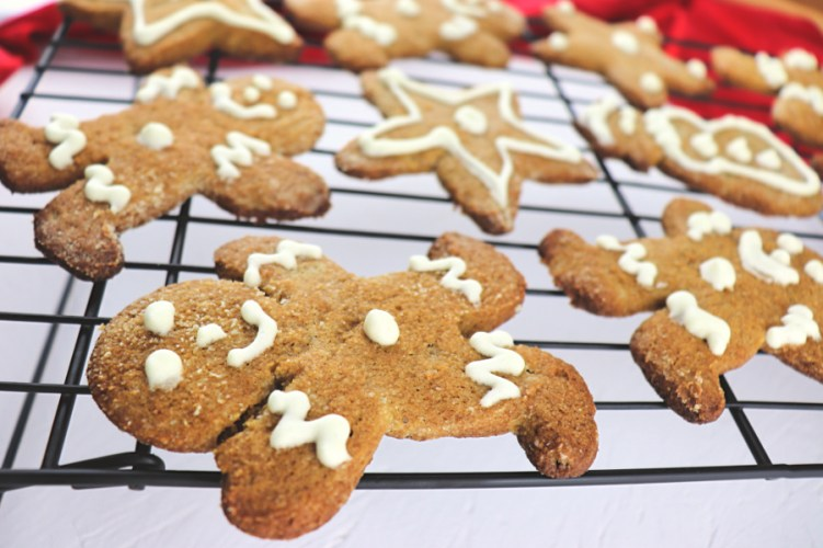 Keto gingerbread cookies are the perfect family Christmas activity. Low carb, gluten-free cookies to help you stick to your keto diet. #lowcarbchristmas #ketochristmas