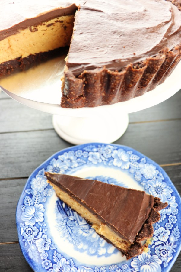 Keto peanut butter pie is a fabulous low carb special occasion treat. The perfect gluten-free, sugar-free chocolate peanut butter dessert to satisfy cravings. #lowcarbrecipes #ketopie
