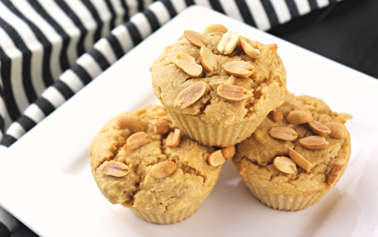 Low carb peanut butter muffins are great for a keto breakfast or low carb lunch! Full of flavor and easy to fit into a low carb diet. Peanut butter and a cream cheese filling equals deliciousness! #peanutbutter #lowcarbmuffins