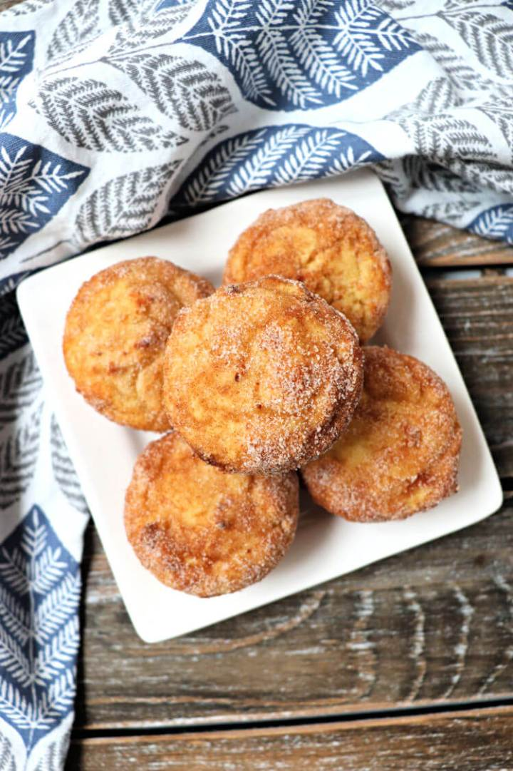 Keto snickerdoodles, in a muffin! Sugar-free and gluten-free, this is the perfect cinnamon low carb breakfast recipe. #ketobreakfast #lowcarbmuffins