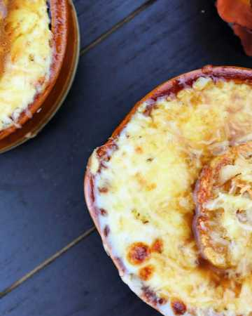 Keto French Onion Soup overhead with gruyere and garlic crostini #ketosouprecipes #ketorecipes #lowcarbsoup