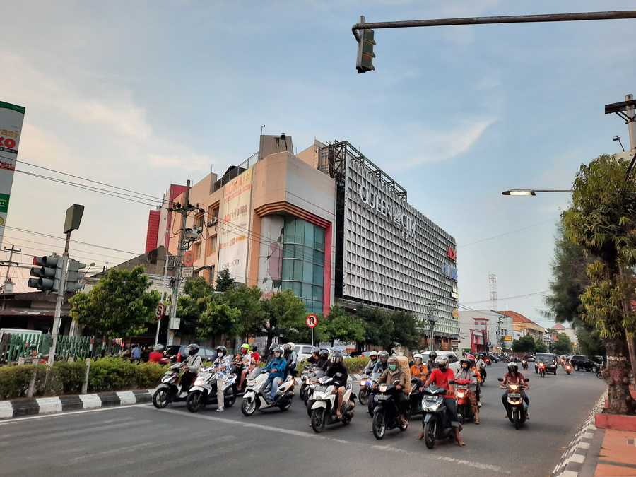 queen city mall semarang