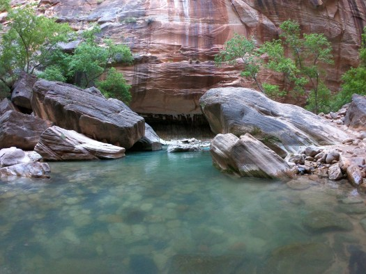 Two big rocks in The Narrows - Zion National Park
