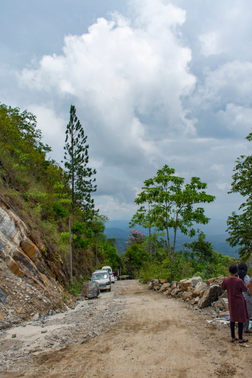 Road to Ambuluwawa Temple