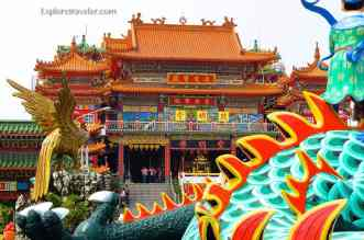 Chi Ming Palace 郗醚嗯宮 of spectacular colors on Lotus Lake in Kaohsiung, Taiwan