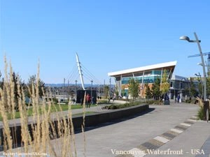 looking towards the center of Waterfront Park along Columbia River