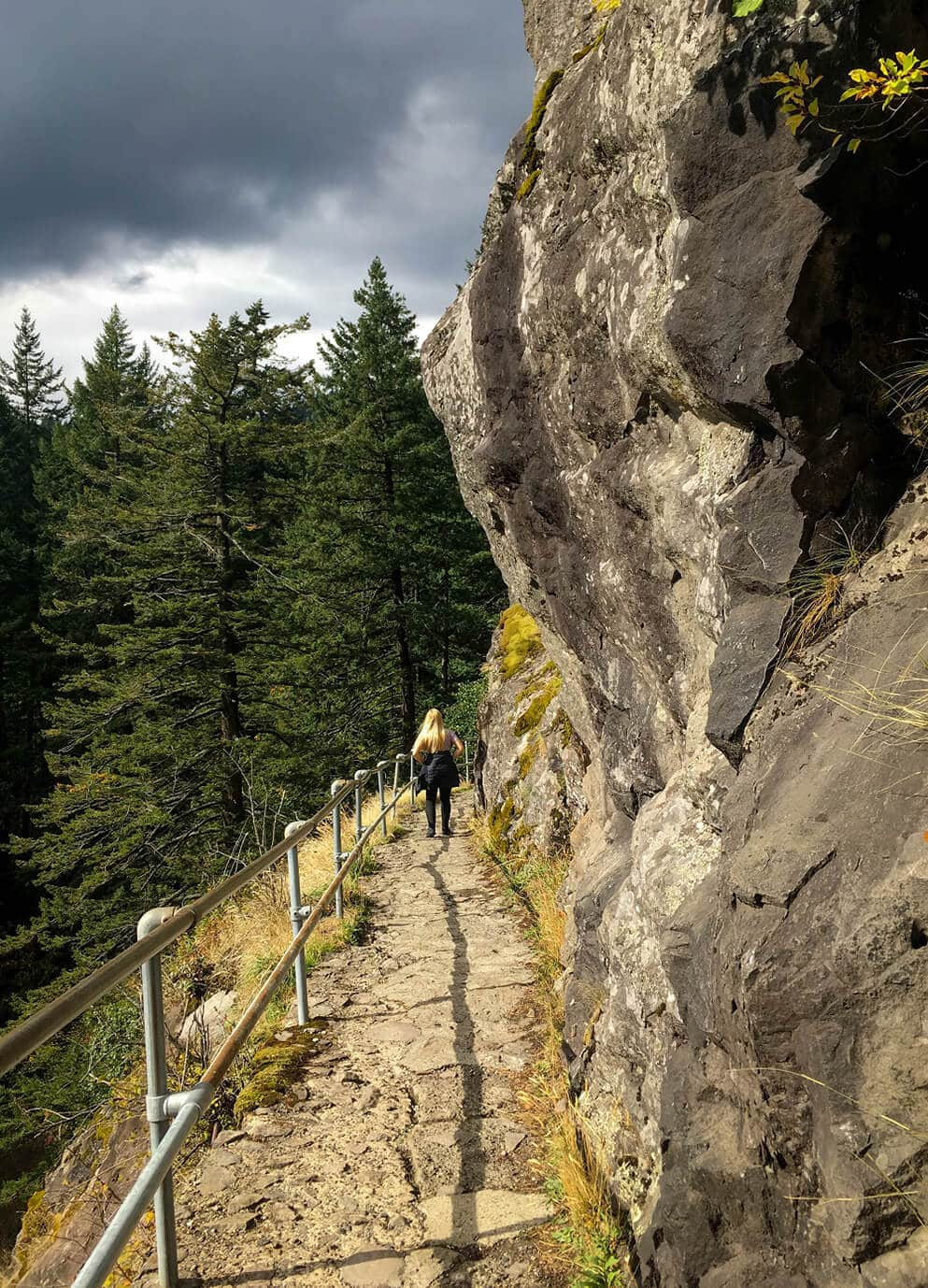 girl-hiking-beacon-rock