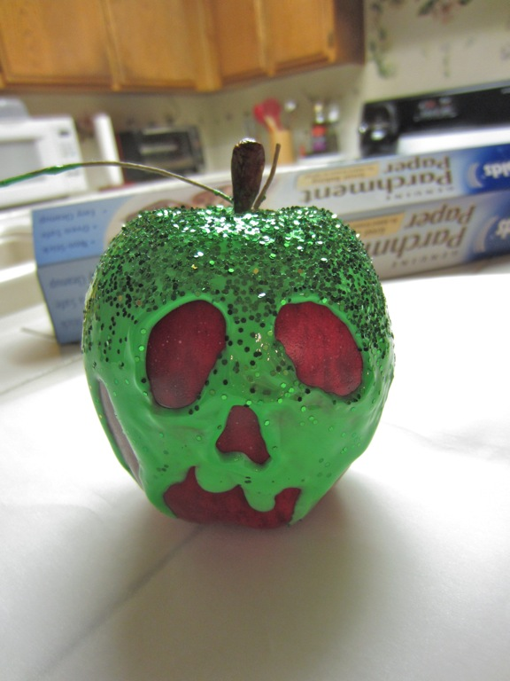 snow-white-poison-apple1.jpg