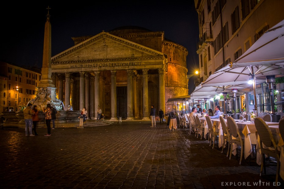 Piazza della Rotonda at night, Restaurants near The Pantheon