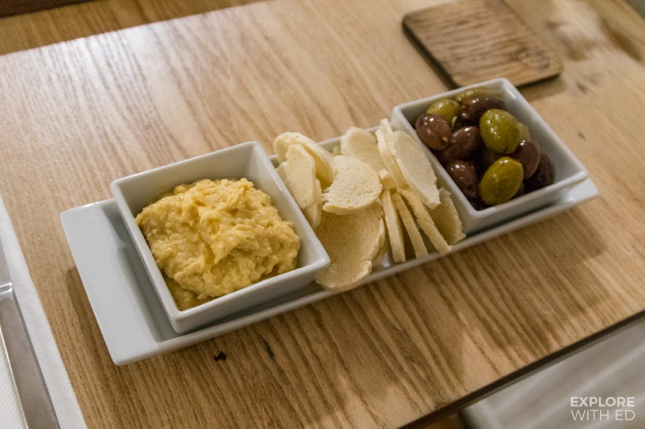 Olives, hummus and crispbreads
