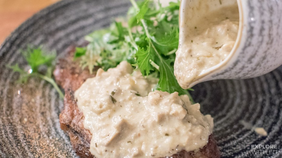 Creamy mushroom sauce for a sirloin steak