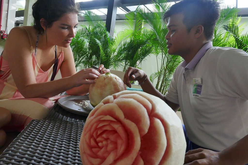 Kids Choose Holiday Inn Bali Benoa - fruit carving